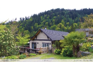 Main Photo: 976 Village Drive in Bowen Island: Cates Hill House for sale : MLS® # R2059076