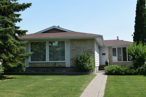Main Photo: 5 Petersfield Place in Winnipeg: Single Family Detached for sale