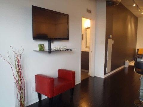 Photo 5: 510 King St Unit #323 in Toronto: Moss Park Condo for sale (Toronto C08)  : MLS(r) # C2806147