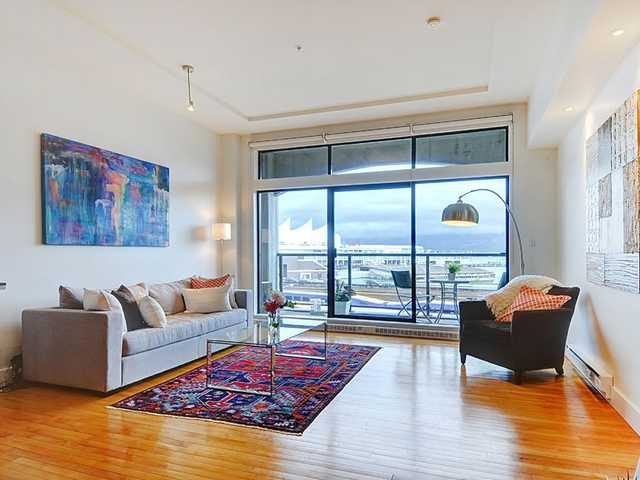 Main Photo: For Rent: Luxury Gastown Loft
