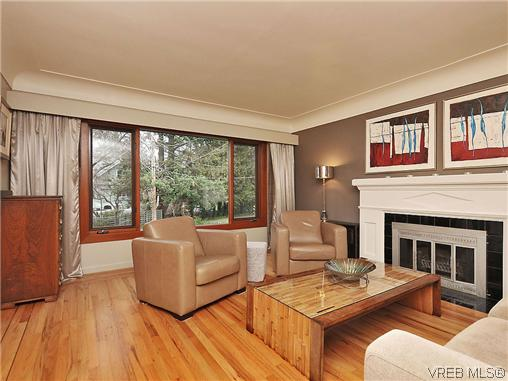 Photo 2: 1947 Runnymede Avenue in VICTORIA: Vi Fairfield East Residential for sale (Victoria)  : MLS(r) # 318196