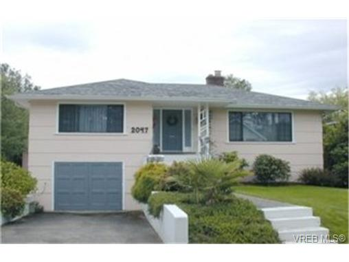 Main Photo: 2047 Neil Street in VICTORIA: OB Henderson Single Family Detached for sale (Oak Bay)  : MLS® # 189317