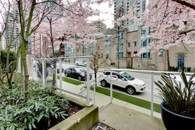 Main Photo: 1259 MELVILLE STREET in Vancouver: Coal Harbour Townhouse for sale (Vancouver West)  : MLS® # R2153193