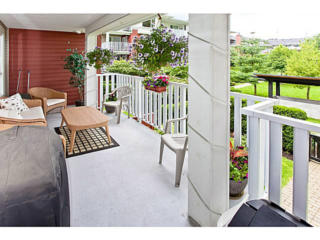 "Photo 10: 203 4783 DAWSON Street in Burnaby: Brentwood Park Condo for sale in ""COLLAGE"" (Burnaby North)  : MLS® # V979456"
