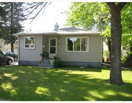 Main Photo: Lovely 2 Bedroom Bungalow