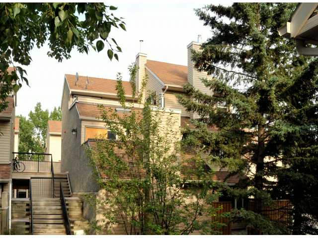 Main Photo: 260 66 GLAMIS Green SW in CALGARY: Glamorgan Stacked Townhouse for sale (Calgary)  : MLS(r) # C3531614