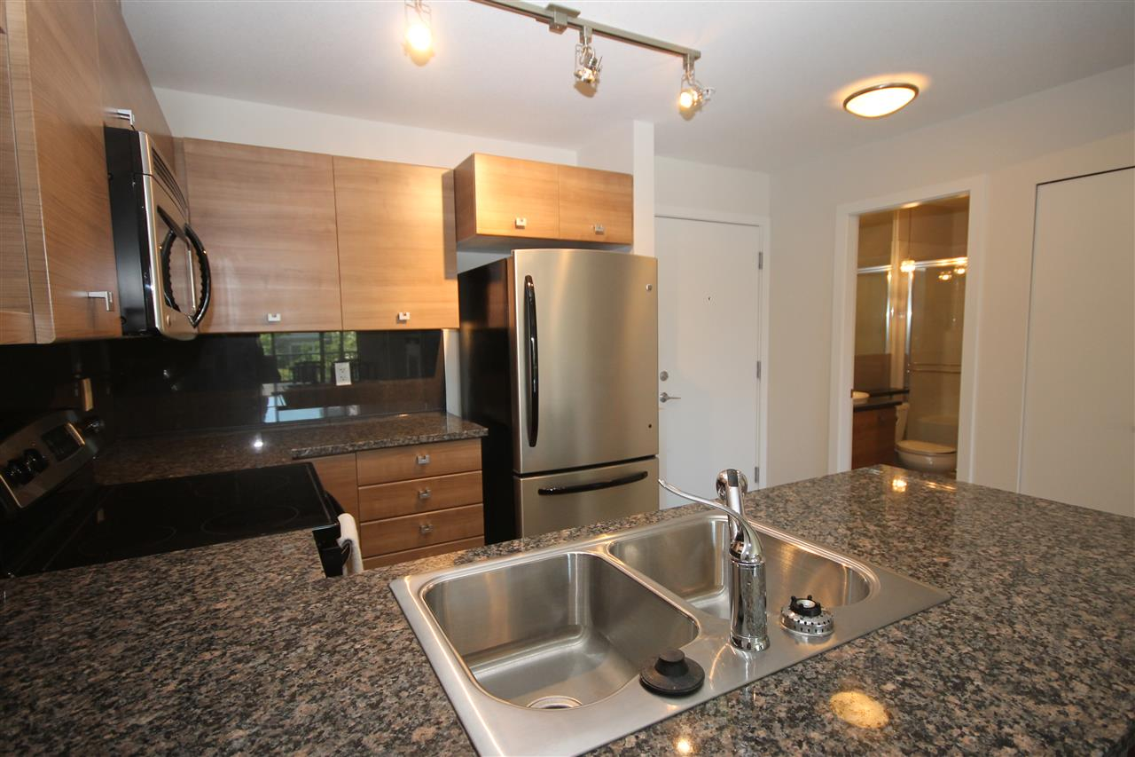 Photo 7: 207 6688 120 STREET in Surrey: West Newton Condo for sale : MLS(r) # R2073827