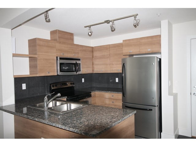 Photo 6: 207 6688 120 STREET in Surrey: West Newton Condo for sale : MLS(r) # R2073827