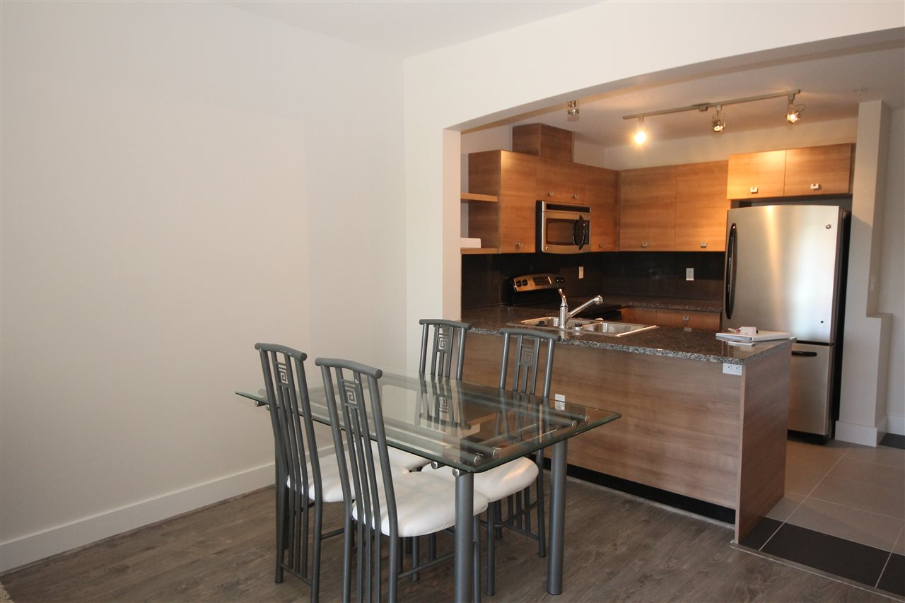 Photo 5: 207 6688 120 STREET in Surrey: West Newton Condo for sale : MLS(r) # R2073827