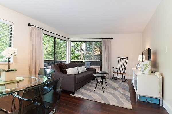 "Main Photo: 305 2190 W 8TH Avenue in Vancouver: Kitsilano Condo for sale in ""WESTWOOD VILLA"" (Vancouver West)  : MLS® # V956874"