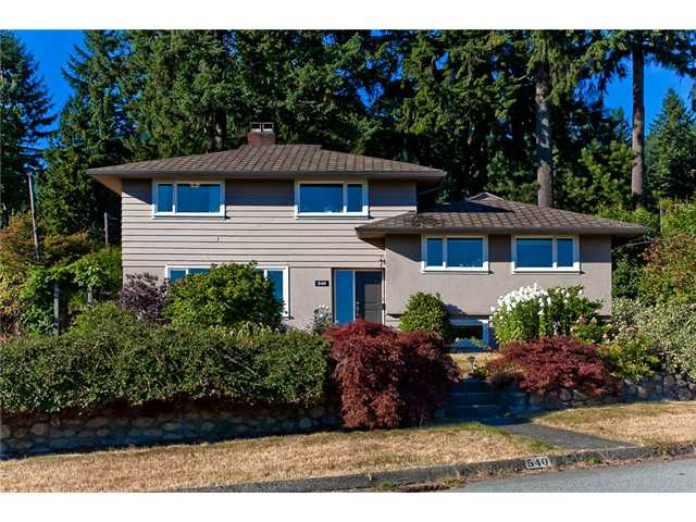 Main Photo: 540 HERMOSA Avenue in North Vancouver: Upper Delbrook House for sale : MLS® # V968883