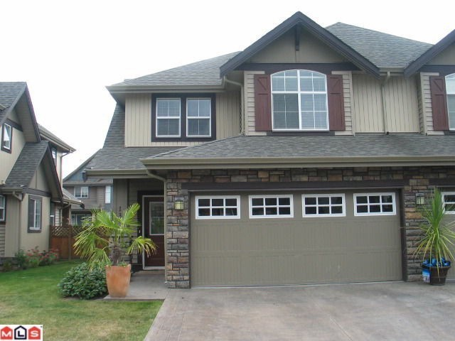 Main Photo: 13 6577 SOUTHDOWNE Place in Chilliwack: Sardis East Vedder Rd Townhouse for sale (Sardis)  : MLS® # H1300320