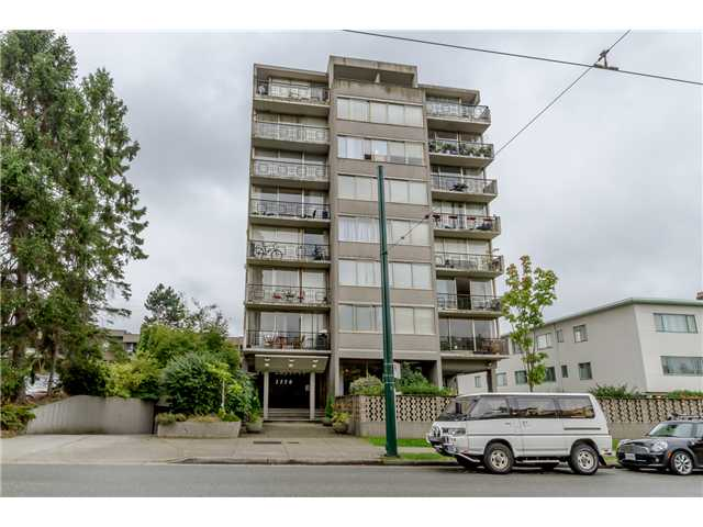 Main Photo: 1550 10TH AV W in VANCOUVER: Fairview VW Home for sale (Vancouver West)  : MLS®# V4041805