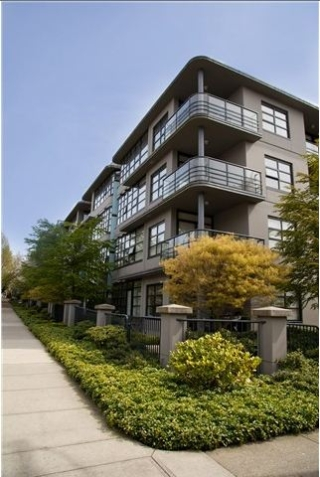 Main Photo: 105 2828 Yew Street in Vancouver: Kitsilano Condo for sale (Vancouver West)  : MLS(r) # V986197