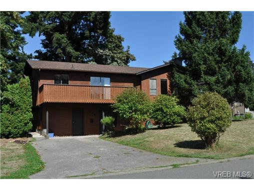 Main Photo: 546 Leaside Avenue in VICTORIA: SW Glanford Single Family Detached for sale (Saanich West)  : MLS® # 328357