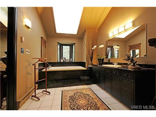 Photo 11: 4449 Sunnywood Place in VICTORIA: SE Broadmead Residential for sale (Saanich East)  : MLS® # 332321