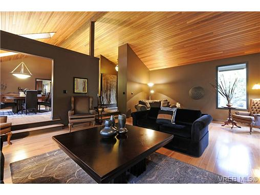 Photo 3: 4449 Sunnywood Place in VICTORIA: SE Broadmead Residential for sale (Saanich East)  : MLS® # 332321
