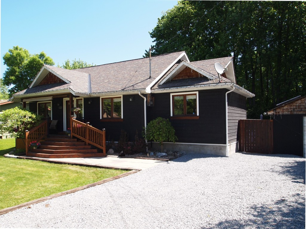Main Photo: 121 Sunset Beach Ave in Georgina: Virginia Freehold for sale : MLS®# N3514849