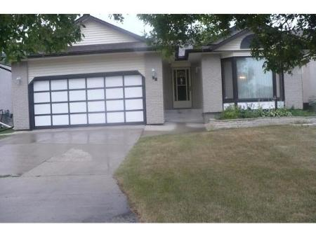 Photo 3: 10 STREWCHUK Bay in Winnipeg: Residential for sale (Canada)  : MLS® # 1115734