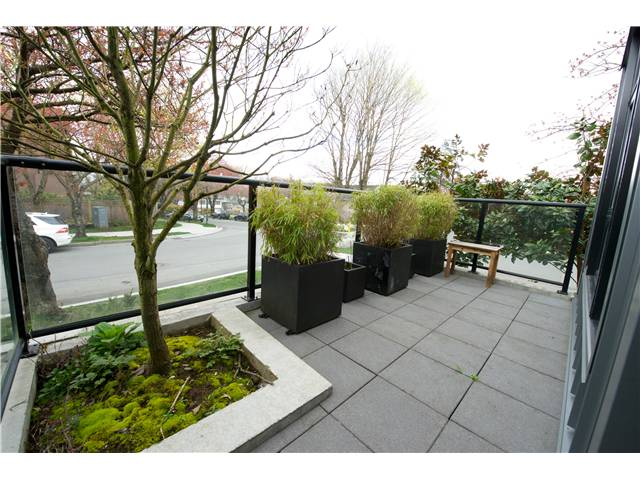 "Photo 10: 460 E 11TH Avenue in Vancouver: Mount Pleasant VE Townhouse for sale in ""THE BLOCK"" (Vancouver East)  : MLS(r) # V1000143"