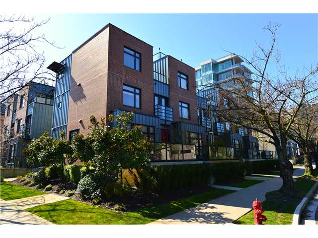"Main Photo: 460 E 11TH Avenue in Vancouver: Mount Pleasant VE Townhouse for sale in ""THE BLOCK"" (Vancouver East)  : MLS(r) # V1000143"