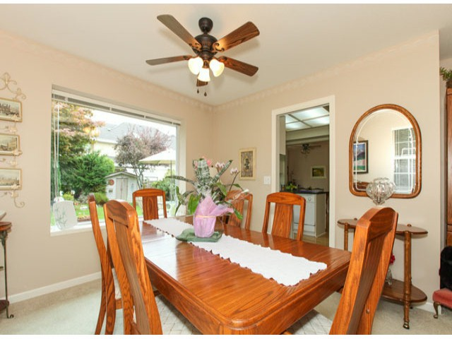 Photo 5: 1592 131ST ST in SURREY: Crescent Bch Ocean Pk. Condo for sale (South Surrey White Rock)  : MLS(r) # F1321820
