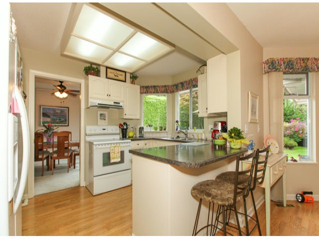 Photo 6: 1592 131ST ST in SURREY: Crescent Bch Ocean Pk. Condo for sale (South Surrey White Rock)  : MLS(r) # F1321820