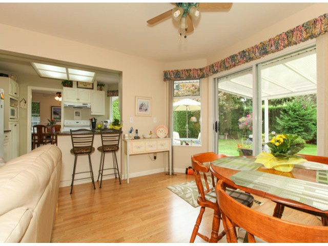 Photo 8: 1592 131ST ST in SURREY: Crescent Bch Ocean Pk. Condo for sale (South Surrey White Rock)  : MLS(r) # F1321820