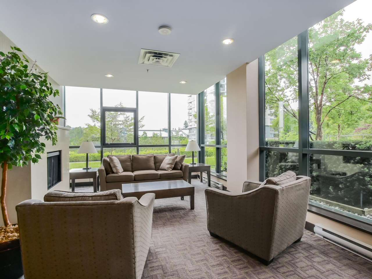Photo 2: 203 288 UNGLESS WAY in Port Moody: Port Moody Centre Condo for sale : MLS(r) # R2071333