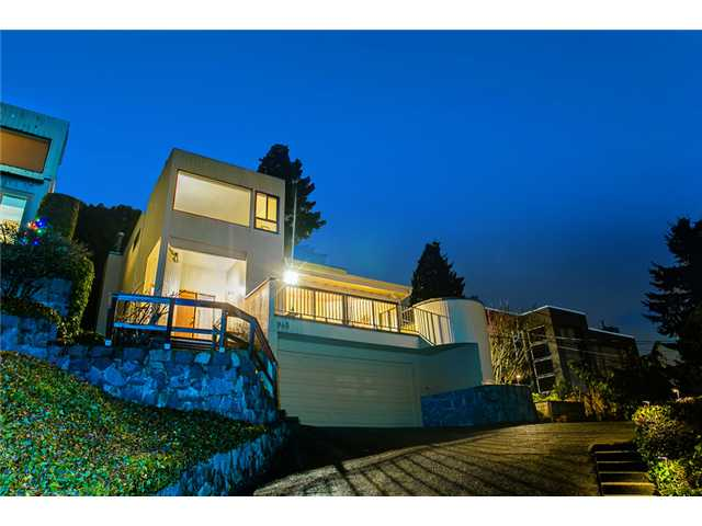 Main Photo: 945 ESQUIMALT Avenue in West Vancouver: Ambleside House for sale : MLS® # V992788