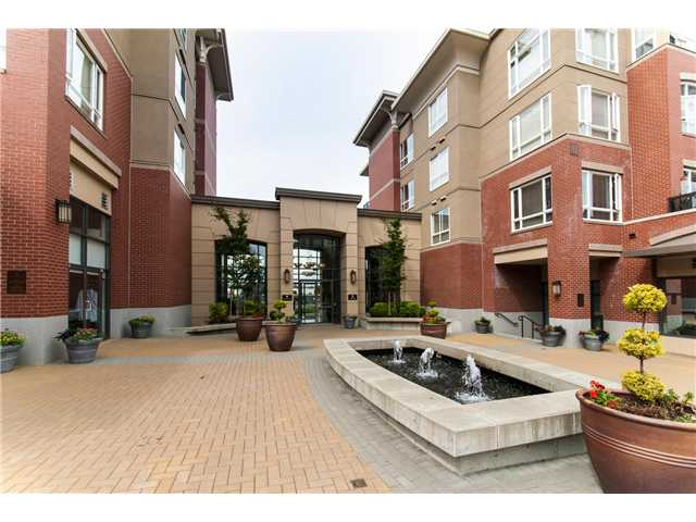 "Main Photo: 208 2970 KING GEORGE Boulevard in Surrey: King George Corridor Condo for sale in ""Watermark"" (South Surrey White Rock)  : MLS® # F1320577"