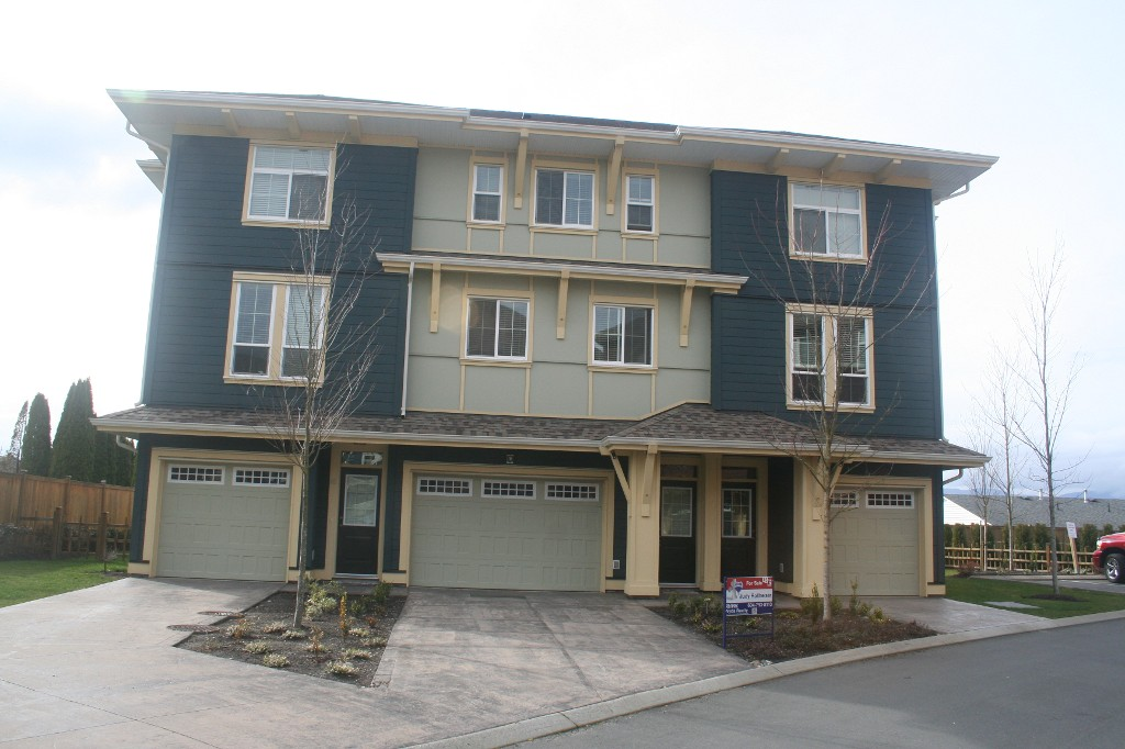 Photo 1: 15 45137 Nicomen Crescent: Townhouse for sale (Chilliwack)  : MLS® # H1401122