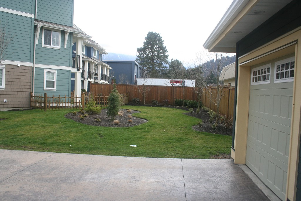 Photo 10: 15 45137 Nicomen Crescent: Townhouse for sale (Chilliwack)  : MLS® # H1401122