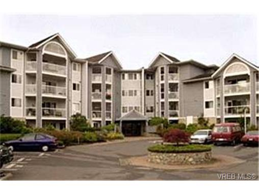 Photo 1: 211 3206 Alder Street in VICTORIA: SE Quadra Condo Apartment for sale (Saanich East)  : MLS® # 224213