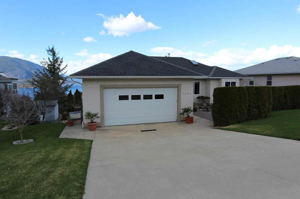Main Photo: 2261 SE 4th Avenue in Salmon Arm: Salmon Arm SE House for sale (Shuswap)  : MLS® # 10097012
