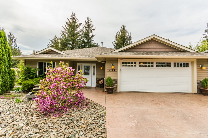 Main Photo: 721 Southeast 37 Street in Salmon Arm: Little Mountain House for sale (SE Salmon Arm)  : MLS(r) # 10115710