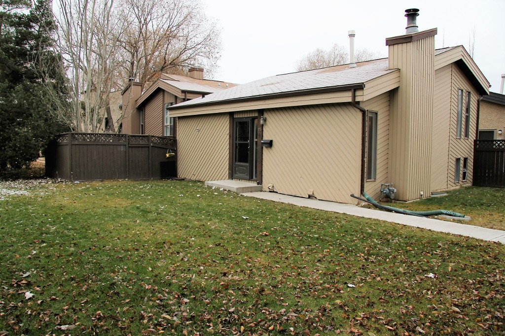 Main Photo: 15 Foxborough Gardens in St. Albert: Forest Lawn Condo for rent