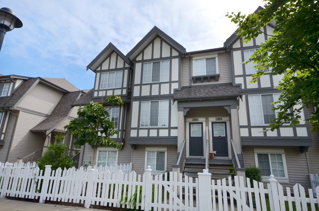 Main Photo: 20 7331 HEATHER Street in Richmond: McLennan North Townhouse for sale : MLS®# V957548