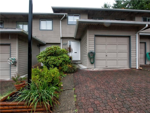 "Main Photo: 3916 INDIAN RIVER Drive in North Vancouver: Indian River Townhouse for sale in ""HIGHGATE TERRACE"" : MLS® # V978579"