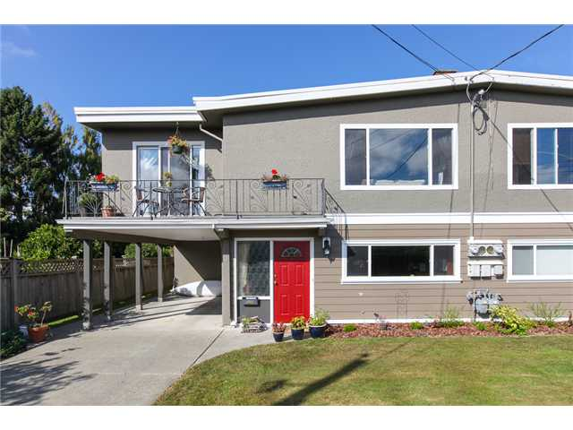 "Main Photo: 5243 57A Street in Ladner: Hawthorne House 1/2 Duplex for sale in ""HAWTHORNE"" : MLS® # V984688"