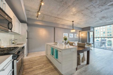 Photo 4: 25 Oxley St Unit #401 in Toronto: Waterfront Communities C1 Condo for sale (Toronto C01)  : MLS(r) # C2814652