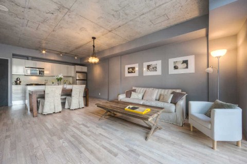 Main Photo: 25 Oxley St Unit #401 in Toronto: Waterfront Communities C1 Condo for sale (Toronto C01)  : MLS(r) # C2814652