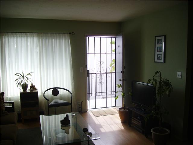 Photo 6: PACIFIC BEACH Home for sale or rent : 1 bedrooms : 4750 Noyes #215 in San Diego