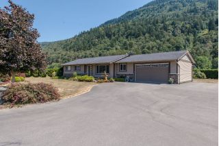 Main Photo: 40160 WELLS LINE ROAD in Abbotsford: Sumas Prairie House for sale : MLS®# R2296717