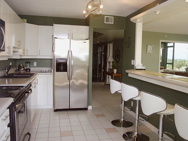 "Photo 5: 903 32330 S FRASER Way in Abbotsford: Abbotsford West Condo for sale in ""Town Centre Tower"" : MLS® # F1220378"