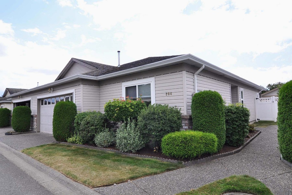 "Main Photo: 204 8485 YOUNG Road in Chilliwack: Chilliwack W Young-Well Townhouse for sale in ""HAZELWOOD GROVE"" : MLS® # H1203476"