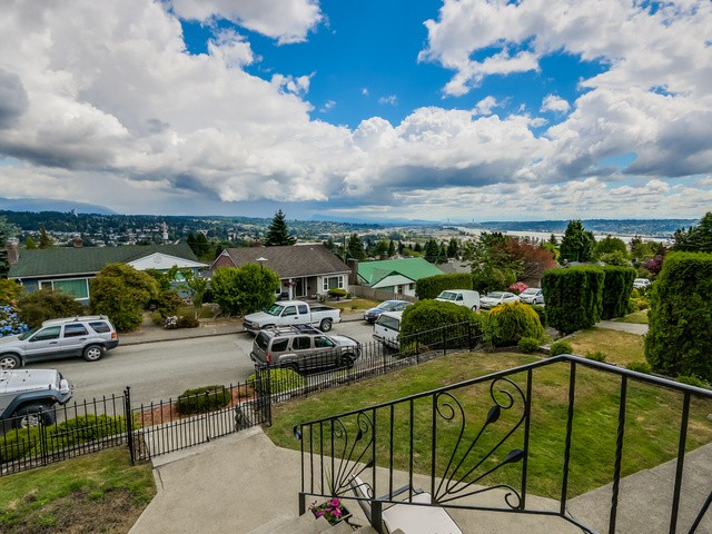 Photo 2: 910 SURREY ST in New Westminster: The Heights NW House for sale : MLS® # V1130286