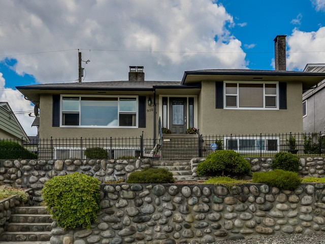 FEATURED LISTING: 910 SURREY Street New Westminster