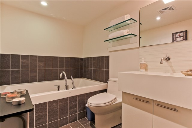 Photo 3: 55 Stewart St Unit #115 in Toronto: Waterfront Communities C1 Condo for sale (Toronto C01)  : MLS® # C3385608
