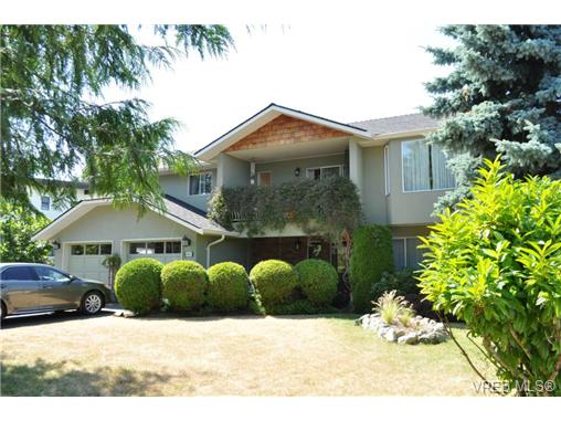Main Photo: 4402 King Alfred Court in VICTORIA: SE Gordon Head Single Family Detached for sale (Saanich East)  : MLS(r) # 327254
